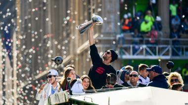 El quarterback Brady celebra emocionado el título.