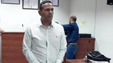Suspenden por tres meses al capitán Eduardo Merchán procesado por presunto abuso