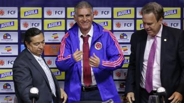Carlos Queiroz, con el buso de la Selección Colombia.