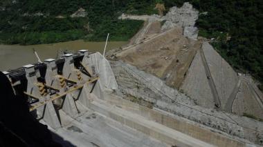 Vertimiento en la represa de Hidroituango, construida en Antioquia.