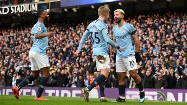 El City golea 6-0 al Chelsea con triplete de Agüero y recupera el primer puesto