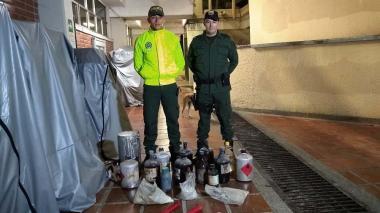 Policía expone los materiales encontrados en la UA.