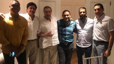 El empresario Fuad Char, director de Cambio Radical en el Atlántico, aparece con algunos de los congresistas costeños. En el recuadro, Germán Vargas Lleras con el senador Arturo Char.