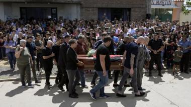 Lágrimas y aplausos en el último adiós al futbolista Emiliano Sala