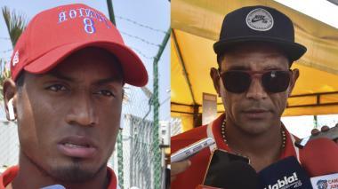 El defensa central Willer Ditta entregando declaraciones a la prensa mientras salía del aeropuerto y Luis Narváez Pitalúa.