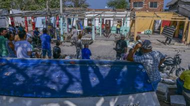 Caseteros desalojan predios aledaños a plaza de Puerto