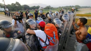 """""""Queremos trabajar"""", el clamor de venezolanos por represión de Guardia Venezolana en frontera"""