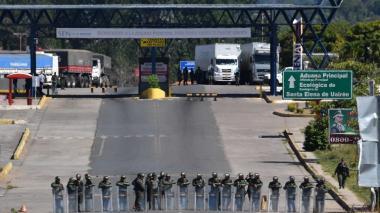 Dos camiones con 200 toneladas de ayuda de Brasil se dirigen a frontera de Venezuela