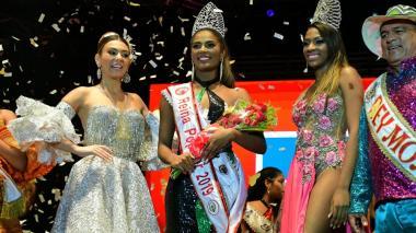 Carolina Segebre, reina del Carnaval 2019 junto a la nueva Reina Popular 2019,. Geraldine Quiroz Bermúdez, y la virreina Darly Reyes, del Barrio Abajo.