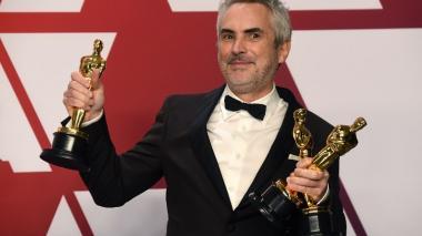 Cuarón hace historia en los Oscar