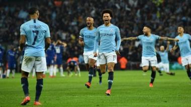 El Manchester City celebra su título de Copa de la Liga tras vencer a Chelsea por penales