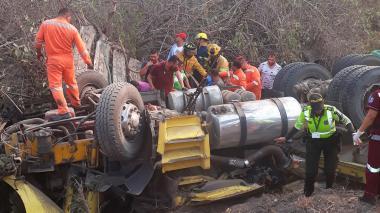 Tres personas se salvan de morir en aparatoso accidente en el Magdalena