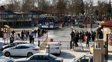 Estupor y lágrimas a orillas del Tigris en Mosul tras naufragio
