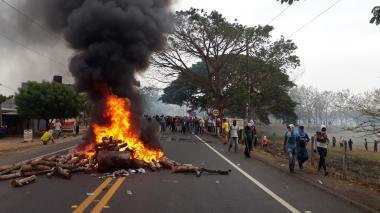Campesinos del sur de Córdoba bloquean Troncal de Occidente