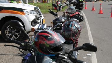 Gobierno expide nuevo reglamento para combatir la venta de cascos para moto 'chimbos'