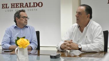El director de EL HERALDO, Marco Schwartz, y el presidente del Grupo Argos, Jorge Mario Velásquez.