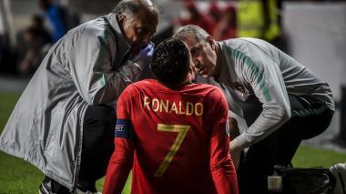 Cristiano Ronaldo sale lesionado en empate de Portugal ante Serbia