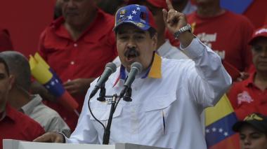 """Maduro denuncia que """"un incendio"""" provocado prolonga apagón en Venezuela"""