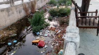 Vecinos de barrios La Pradera y El Universal piden limpieza de arroyos