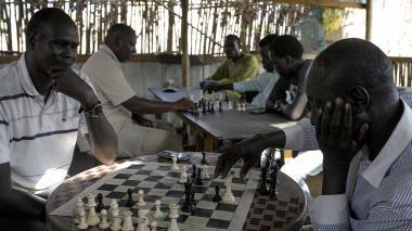 En Sudán del Sur, algunos juegan ajedrez para olvidar la guerra