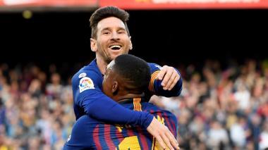 Messi celebra con el brasilero Malcom.