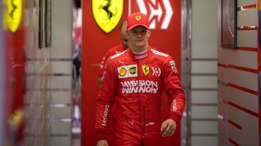 Mick, hijo de Michael Schumacher, conduce por primera vez un Ferrari