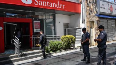 Policía mata a 11 asaltantes de bancos en Sao Paulo.