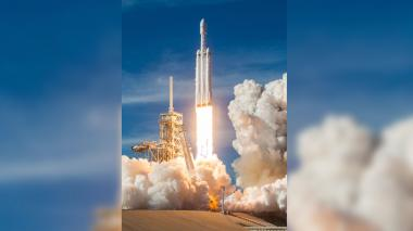 SpaceX prepara el primer lanzamiento comercial de su cohete Falcon Heavy