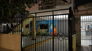 Le pusieron el revólver en el cuello y le pidió el celular: rectora de colegio denuncia robo a estudiantes