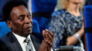 Pelé recibe alta hospitalaria tras ser operado en Sao Paulo