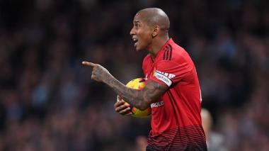 Manchester United condena los ataques racistas contra Young
