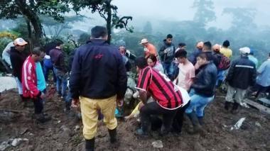 En video | Al menos 11 personas muertas por un derrumbe en Cauca