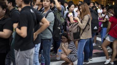 Cinco muertos en el derrumbe de dos edificios por un terremoto en Filipinas