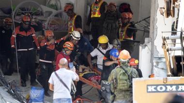 Socorristas buscan sobrevivientes de sismo que dejó 11 muertos en Filipinas