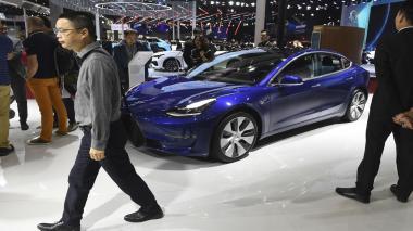 """Tesla considera desplegar en 2020 """"robotaxis"""" con autoconducción"""