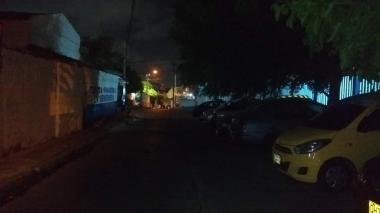 Desde hace tres años habitantes de El Silencio piden reemplazo de luminarias y de poste