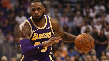 LeBron James devuelve a los Lakers al liderato en venta de camisetas