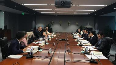 La superintendente de Servicios Públicos, Natasha Avedaño, durante una re las reuniones realizadas en China.