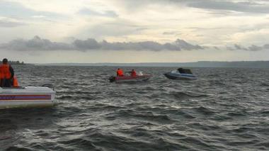 Denuncian desaparición de 24 migrantes tras naufragio de embarcación venezolana