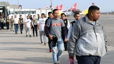 Perú deporta a cincuenta venezolanos con antecedentes penales en su país