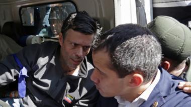 Leopoldo López y su familia se refugian en embajada chilena en Caracas
