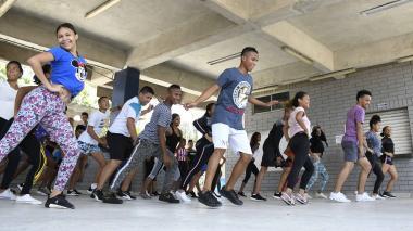 En medio de la violencia, el barrio La Luz está en la danza