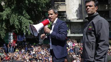 El mundo reacciona al levantamiento de militares en Venezuela
