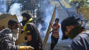Muere mujer por disparo en protestas contra Maduro en Caracas