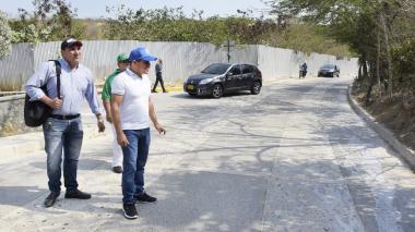 El alcalde Steimer Mantilla en un recorrido por su municipio.