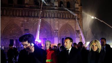 El presidente Emmanuel Macron durante su visita a Notre Dame.