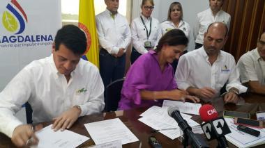 Ecopetrol y Cormagdalena firman convenio para recuperar navegabilidad en el Magdalena