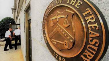 Oficina del Tesoro dice que personas involucradas han incrementado su riqueza y su patrimonio.