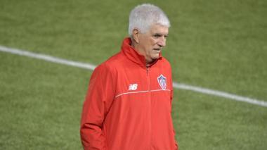 Junior oficializa la vinculación de Julio Comesaña como director técnico