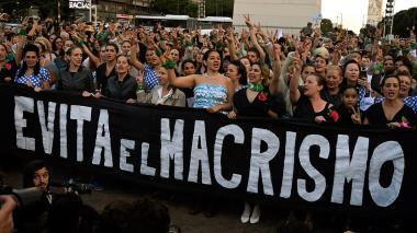 Cien 'Evas' homenajean en Argentina a Eva Perón a 100 años de su nacimiento